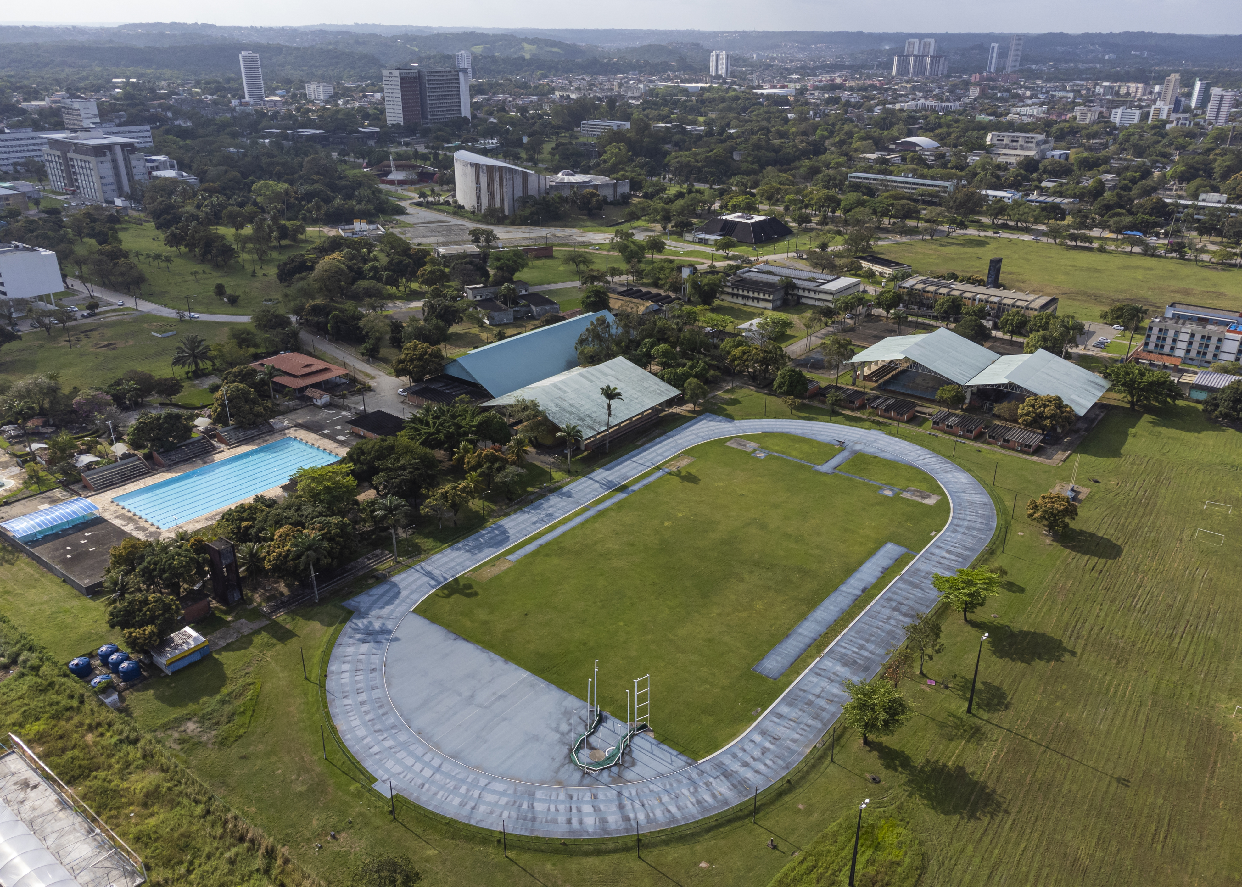 Piscina do Núcleo de Educação Física e Esportes